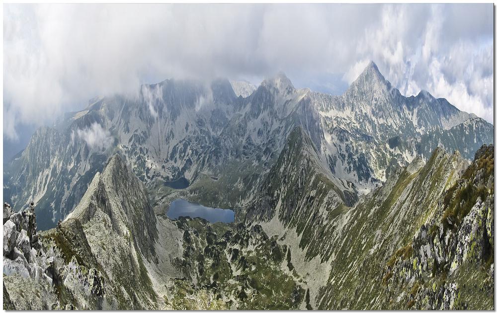 Ufos retezat mountains vue plongeante